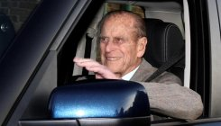 Prince Philip gives up driving licence after car crash