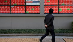 Nikkei edges down on profit-taking