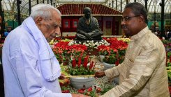 Freedom fighter, Gandhian among visitors to flower show