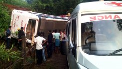 KSRTC bus overturns on ghat road, 20 hurt