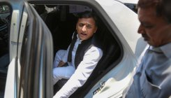 Akhilesh meets Maya, hints at continuing alliance in UP
