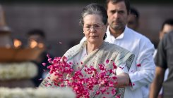 Gandhis pay homage to Nehru on 55th death anniversary