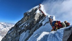 Mt. Everest: The queue and the 'traffic jam'