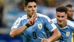 Suarez, Cavani score as Uruguay crush 10-man Ecuador
