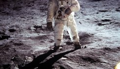 Second man on moon recalls 'magnificent desolation'