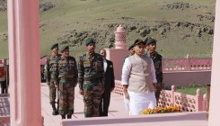 Rajnath pays tribute to soldiers killed in Kargil war