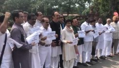 Cong MPs hold protest against detention of Priyanka
