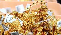 Gold falls Rs 250 on muted demand, weak global cues