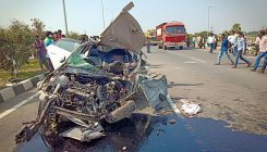 AP: 4 students enroute New Year's party die in accident