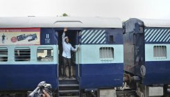 Railways cancel Samjhauta Express on Indian border
