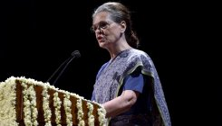 Sonia meets Cong leaders from poll-bound Maharashtra
