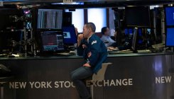 US stocks tumble as trade war rattles investors