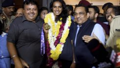 Sindhu returns to hero's welcome after World C'ship win