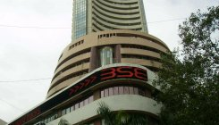 Market starts on a volatile note amid weak global cues