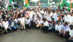 Congress protests against condition of NH