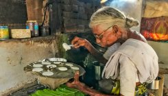 Meet 85-year old Kamalathal, who sells idlis for Rs 1