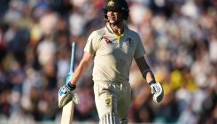 Smith continues to paper over Aussies' batting cracks