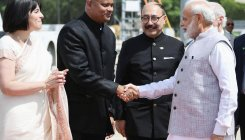 Howdy Modi: PM picked up a flower, and hearts of many
