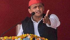 Akhilesh meets kin youth slain in Jhansi encounter