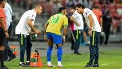 Neymar limps out of Brazil friendly against Nigeria