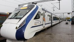 Tech glitch in Vande Bharat Express, commuters strands