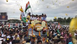 Shivakumar accorded tumultuous welcome by supporters