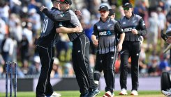 England collapse to give New Zealand T20 series lead