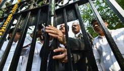 Talks with Delhi cops fail; Lawyers' strike to continue