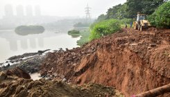 Rains breach Hosakerehalli lake; BDA blamed for mess