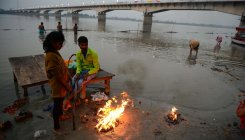 Kartik Purnima: Devotees take holy dip in Ayodhya
