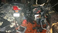 Extortionists set bikes on fire, get shot by police
