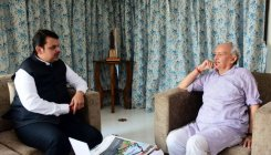 Fadnavis meets guv, seeks release of funds for farmers