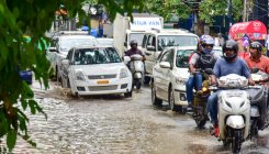 Commuters stuck in sudden noon rains