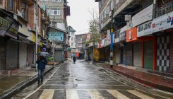 Post threats, shutdown returns to Kashmir
