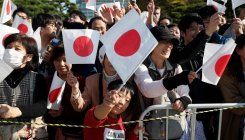 'Japan services sector returns to modest growth in Nov'