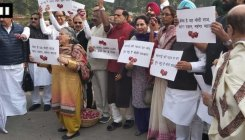 Cong protests at Parl over rising onion prices