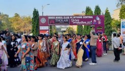 Women enjoy walkathon in saree