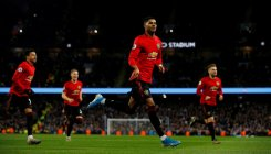 United win Manchester derby, L'pool take Christmas No.1
