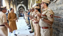 Uddhav meets Maha cops, assure help on women safety