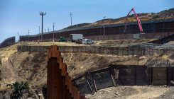 US judge stops $3.6 bln transfer to Mexican border wall