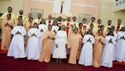 16 Apostolic Carmel sisters make final profession