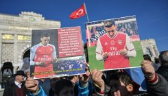 Arsenal distances from midfielder Ozil's Uighur remark