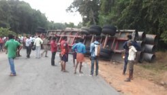 Trailer topples and crushes car, 3 killed