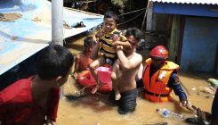 Indonesia flood: Search for missing on after 43 killed