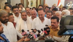 Amid crisis, Cong leaders come together to show unity