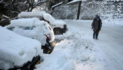 With no snow cutters, roads remain cut off in Himachal
