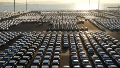 Global automakers cautious about China's market