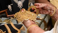 Gold rises Rs 256 on strong global trend