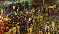 Thousands witness Sabarimala Makaravilakku