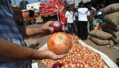 Imported onions rot as local produce hits B'luru market